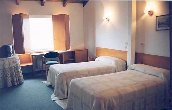 hotel espana trives precio:
