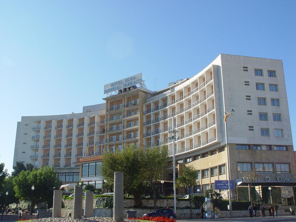 Hotel husa imperial tarraco tarragona spain for Hotel search