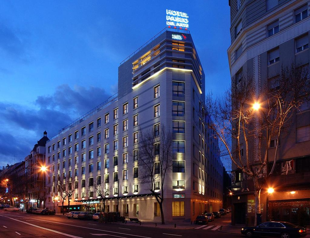 Hotel husa paseo del arte madrid spain for Hotels madrid