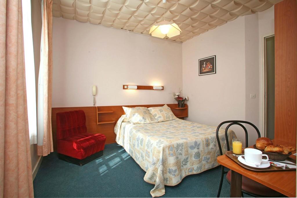 Hotel Nord Et Champagne  Rue De Chabrol  Paris