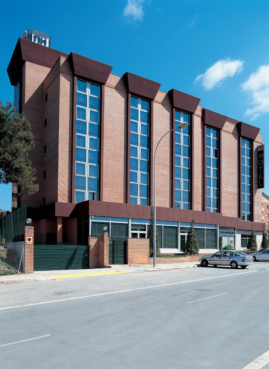 Sant Just Desvern Spain  City pictures : Hotel NH Porta Barcelona, Sant Just Desvern, Spain | HotelSearch.com