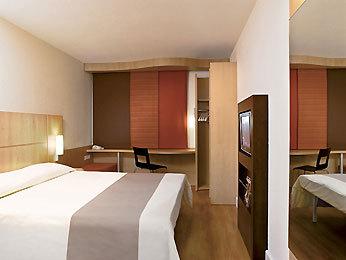 Hotel ibis paris berthier porte de clichy 17 me paris 17e - Hotel ibis paris berthier porte de clichy 17eme ...