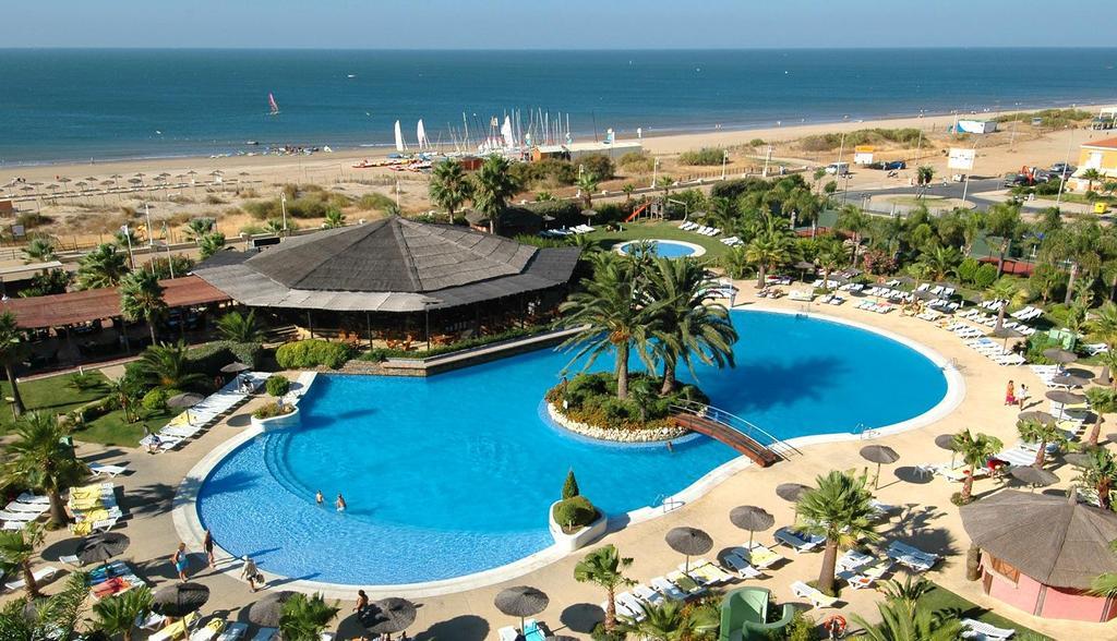 Aparthotel Oasis Islantilla Lepe Spain Hotelsearch Com