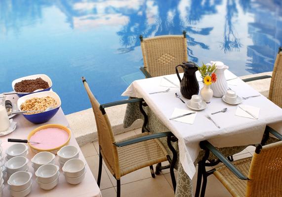 http://photos2.hotelsearch.com/0007/3588/alhambra-santa-susanna_big.jpg