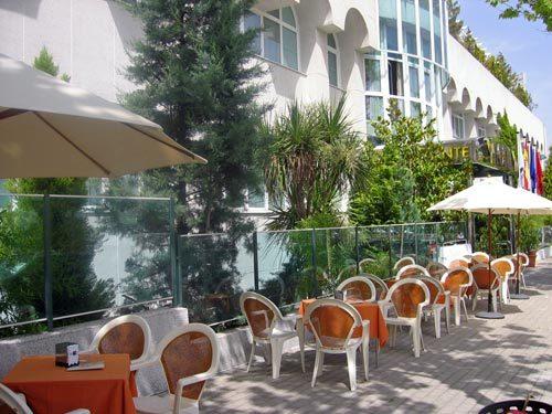 Hotel jard n de tres cantos tres cantos espa a - Jardin de tres cantos ...