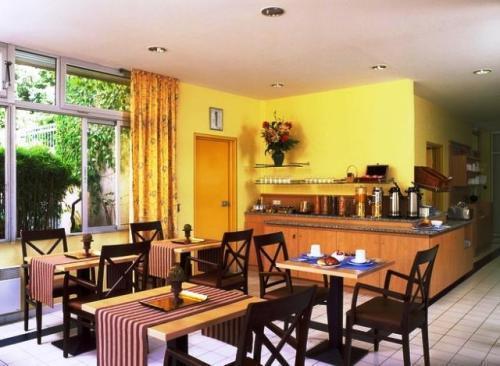 Hotel citadines apart 39 hotel aix jas de bouffan aix en for Apart hotel citadines