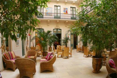 hotel le grand hotel h rault france. Black Bedroom Furniture Sets. Home Design Ideas