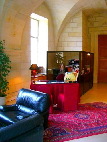 hotel abbaye royale de fontevraud fontevraud l 39 abbaye. Black Bedroom Furniture Sets. Home Design Ideas
