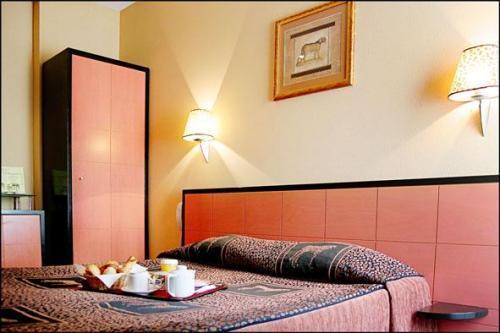 Hotel pavillon porte de versailles paris 15e arrondissement france - Aquaboulevard porte de versailles ...