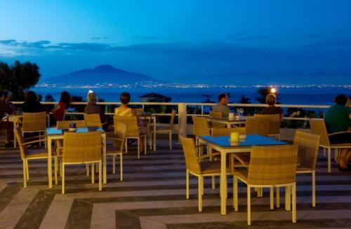 Hotel grand hotel vesuvio naples italie for Chauffage piscine vesuvio