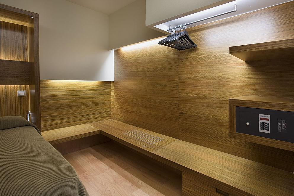 hotel tur n barcelona espa a. Black Bedroom Furniture Sets. Home Design Ideas