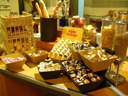 Hotel Novotel Milano Nord Ca Granda Milan Italy Hotelsearch Com